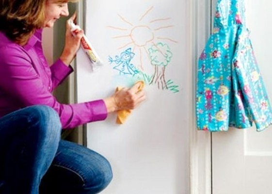 other-uses-for-toothpaste-crayons-on-wall