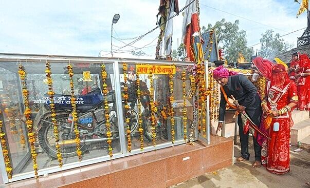 Bullet-Baba-shrine-in-Rajasthan-pali-om-
